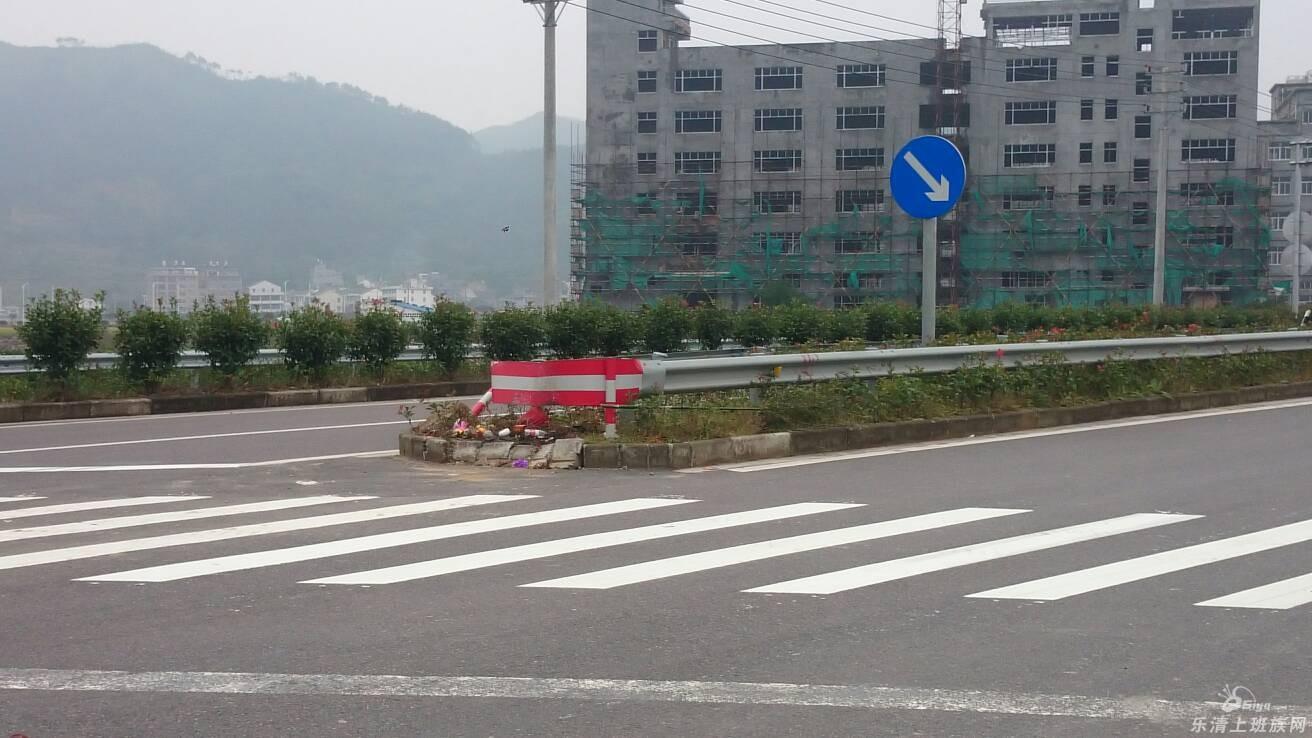 河南方城县大货车与小轿车相撞致6人死亡(图)_手机新浪网